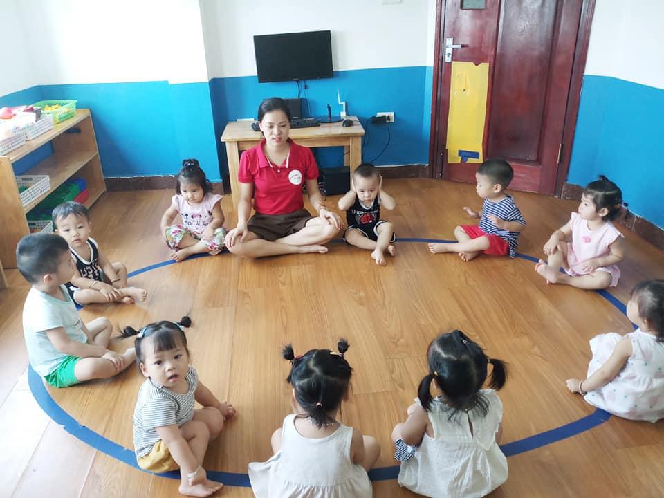 Giờ Circle Time trong lớp học Montessori